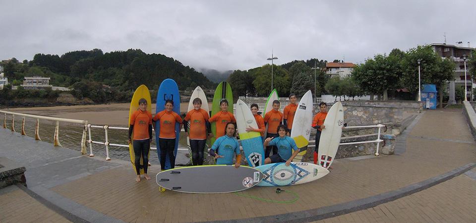 Surf class with intermediate students Gudari Caribe Mundaka