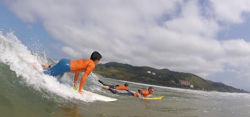 Dropping the waves, Gudari Caribe Surf School