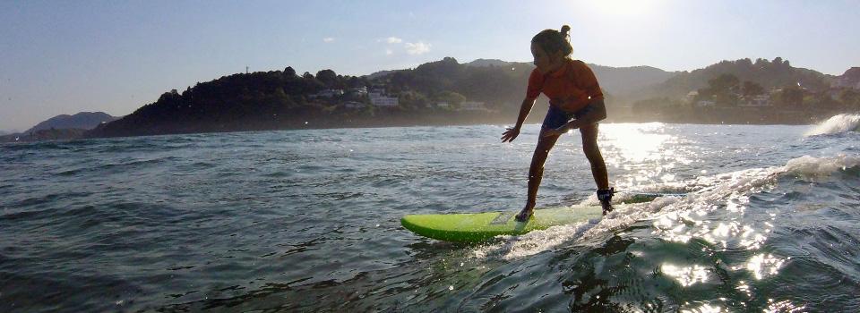 Aprendiendo surf en Mundaka
