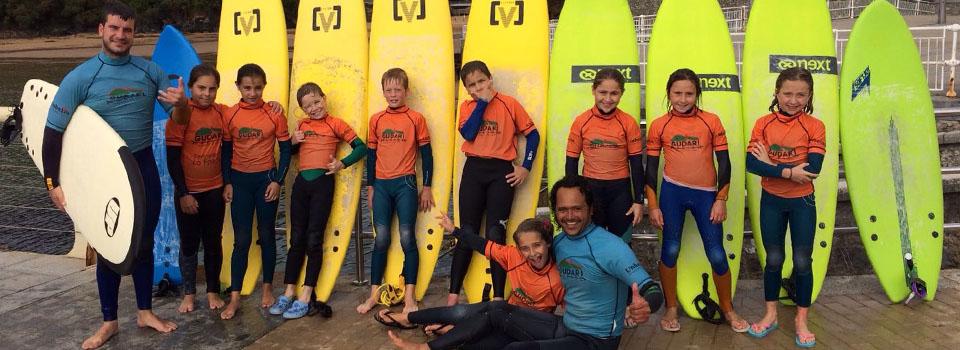 Gudari Caribe mucha diversión y surf en Mundaka
